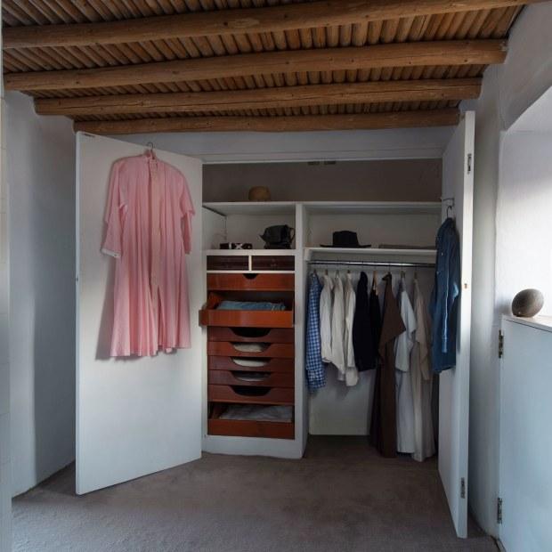 00-tout-okeeffe-closet